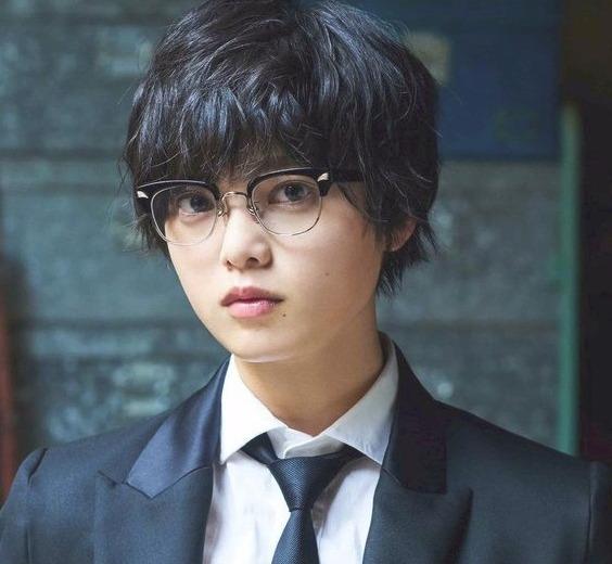 欅坂46のセンター(平手友梨奈)はなぜ暗い?笑わない理由?病んでる?